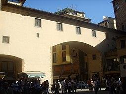 Pasaje sobre Lungarno Torrigiani.