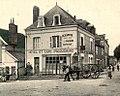 Courçay place et hôtel.jpg