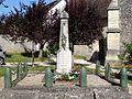 Courcelles-lès-Gisors (60), monument aux morts devant l'église 1.jpg