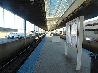 Cumberland station (CTA) - Platform at Cumberland, 2016