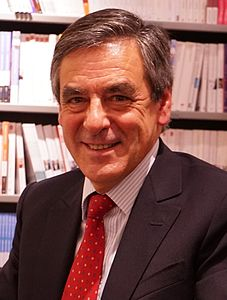 Dédicace F Fillon 06297 (cropped).JPG