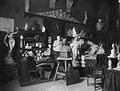 De beeldhouwer Bart van Hove in zijn atelier, gefotografeerd door Sigmund Löw in 1903.jpg