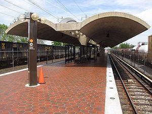 Deanwood station - Image: Deanwood station from inbound end of platform