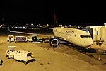 Delta N309DE Boeing 737-700 (42471393790).jpg