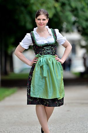English: Dirndl with cording and green apron