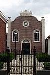 foto van Remonstrantse kerk met bijbehorend hekwerk