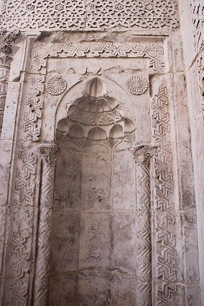 File:Eğirdir, Taş Medrese, Nische 13. Jahrhundert.jpg