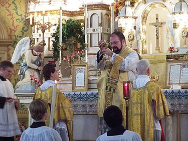 At a Solemn Tridentine Mass, the host is displayed to the people before communion. Ecce Agnus Dei.jpg