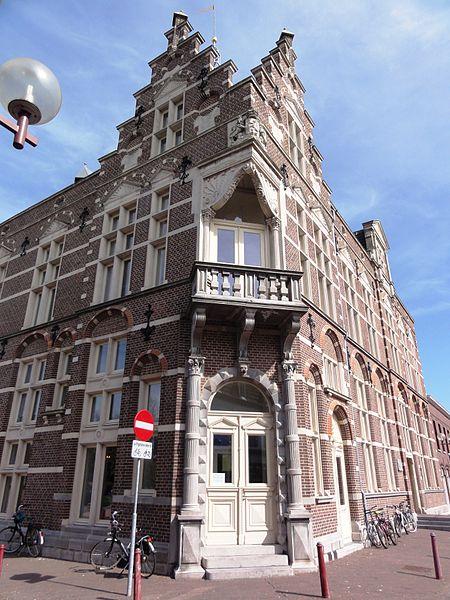File:Echt, Limburg, Rijksmonument 525535 voormalig raadhuis hoekgevel.JPG