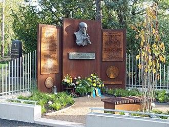 Kurt Masur - Kurt Masur burial site in Südfriedhof (Leipzig)