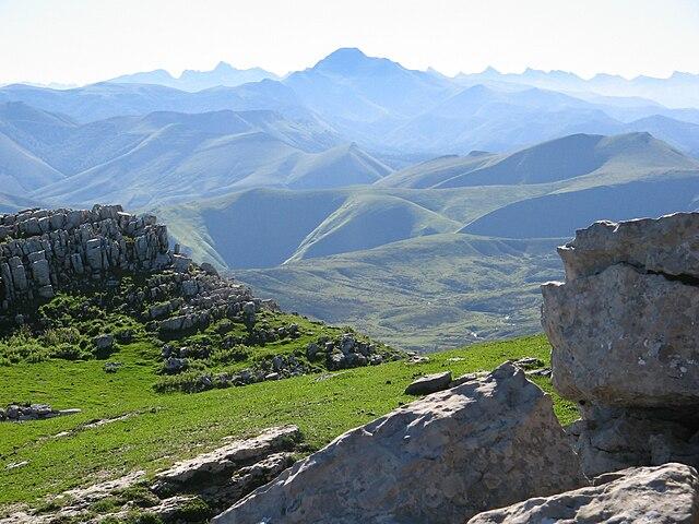 Elevación de estratos en los Montes Pirineos