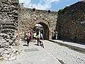Elbasan - Stadtmauer 3b Südtor.jpg