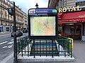 Entrée Station Métro Pyramides Paris 1.jpg