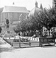 Erzsébet tér a Széchenyi utca felől, háttérben a református templom az Avas oldalában. Fortepan 4010.jpg