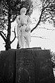 Estatua con la madre, Wilde, Buenos Aires.JPG