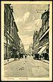 F. Astholz jun. AK 1791 Hannover. Schillerstraße. Bildseite Blick aus der Höhe Schmiedestraße in Richtung Am Hohen Ufer, Fiedeler & Bayer Hausnummer 36 Kutsche Automobil Kinder.jpg