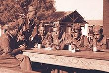 Alcuni soldati spagnoli durante il servizio militare nel 1945