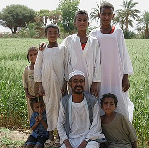 Family from manasir tribe (cropped).jpg
