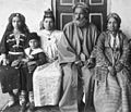 Family of Iraqi Chief Rabbi Hakham Ezra Dangoor in Baghdad, 1910.jpg