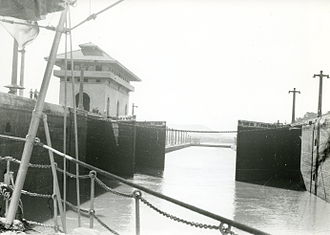 Panama Canal locks - Fender chain (circa 1938)