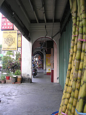 Five foot way - A a five-foot way along a row of shophouses in Ampang, Selangor, Malaysia.