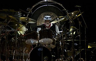 Fleetwood in 2013, surrounded by his extensive drum kit Fleetwooddrumming2006.jpg