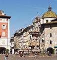Fontana del Nettuno e via Belenzani 4.jpg