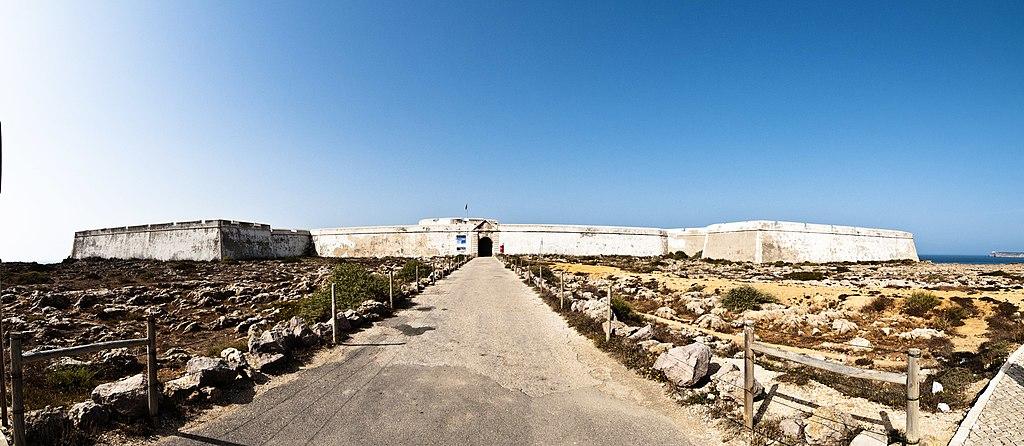 Entrée et murailles de la forteresse de Sagrès - Photo de freakyman