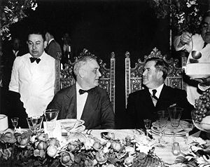 Manuel Ávila Camacho - Manuel Ávila Camacho, in Monterrey, having dinner with U.S. president Franklin D. Roosevelt.