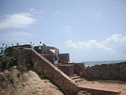 Galle-fort-sea-wall.jpg
