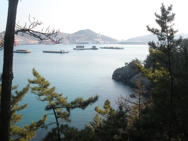 File:Geoje Coast.JPG