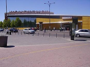 Edificio de la estación visto desde la calle Ramón y Cajal.