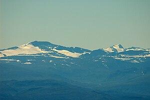 Glittertind - Image: Glittertind And Galdhøpiggen From Rondane