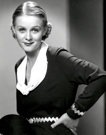https://upload.wikimedia.org/wikipedia/commons/thumb/d/d2/Gloria_Stuart_by_Ray_Jones.jpg/411px-Gloria_Stuart_by_Ray_Jones.jpg