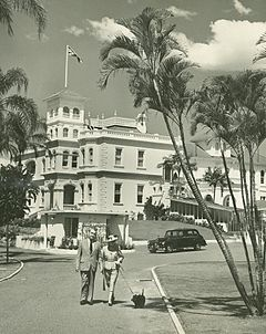 Government House, Sir John & Lady Lavarack, Brisbane 1947.jpg