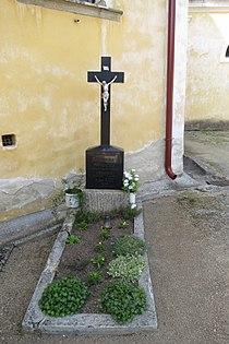 Grave of priests František Maňoušek, Jan Kos near church of Saint Martin in Budkov, Třebíč District.JPG