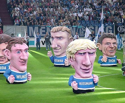 "Sculptures with some of the FC Schalke 04 ""Team of the Century"". Grossplastik Schalke Koepfe 2001.jpg"