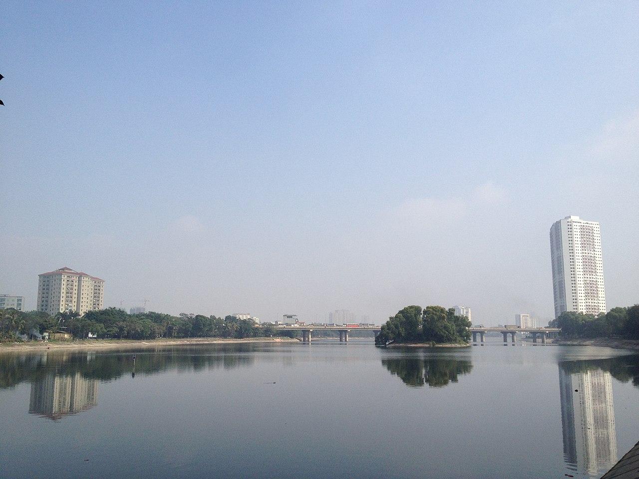 Hồ Linh Đàm, quận Hoàng Mai. Ảnh: Wikipedia Tiếng Việt