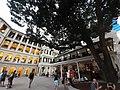 HK Central night 舊中區警署 Ex-Central Police Station 奧卑利街 Old Bailey Street footbridge 荷李活道 Hollywood Road 大館 Tai Kwun 中庭廣場 square November 2019 SS2 05.jpg
