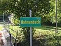 Hahnenbach - ein das Gewässer bezeichnendes Schild.jpg