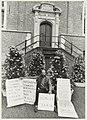 Hans Bosshardt voert actie voor het stadhuis vanwege herhaaldelijke uitzetting van zijn woning. NL-HlmNHA 54031359.JPG