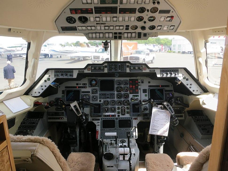 Hawker 1000 cockpit