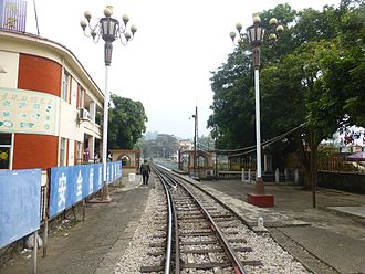 Narrow-gauge railways in China - The tracks of the Kunming–Hai Phong Railway in Hekou Town