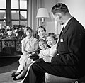 Het Deense koninklijk gezin in hun woning in paleis Brockdorff in Slot Amalienbo, Bestanddeelnr 252-8586.jpg