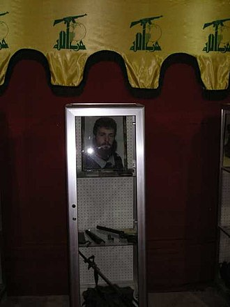 Flag of Hezbollah - Image: Hezbollah fighter memorial