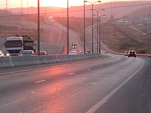Highway 45 (Israel) - Highway 45 westbound toward Givat Ze'ev Junction