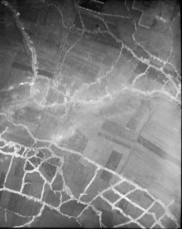 Hohenzollern Redoubt aerial photograph 1915 North at top