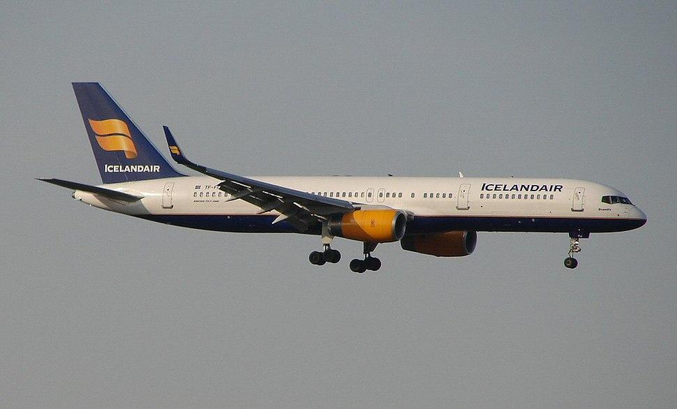 ICELANDAIR 757 at MSP (478780598)