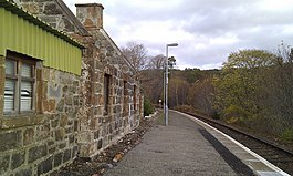 Invershin railway station in 2011.jpg