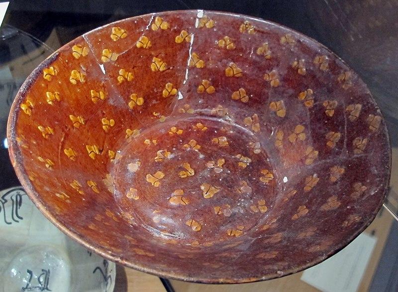 Östra Iran (Nishapur) eller Centralasien, glaserad keramik målad slip, IX-X sec.JPG
